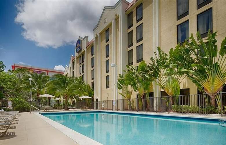 Best Western Plus Kendall Hotel & Suites - Pool - 126