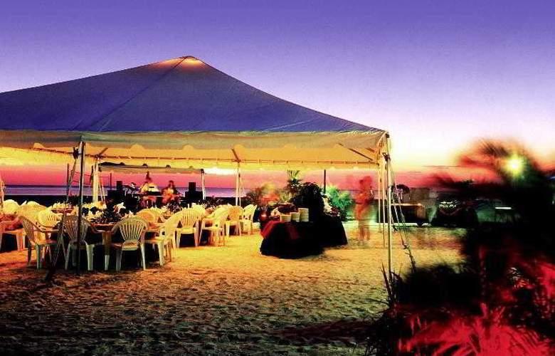 Sheraton Sand Key Resort - Bar - 4
