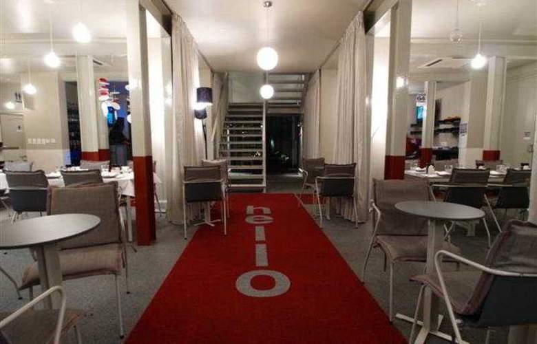 64 on Gordon Hotel - Bar - 4