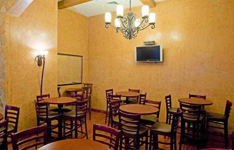 Holiday Inn Manhattan 6th Avenue - Bar - 23