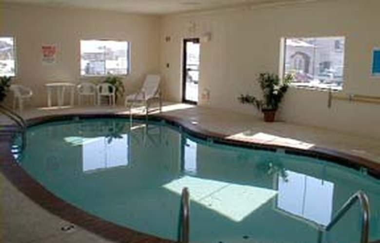Quality Inn Franklin - Pool - 4