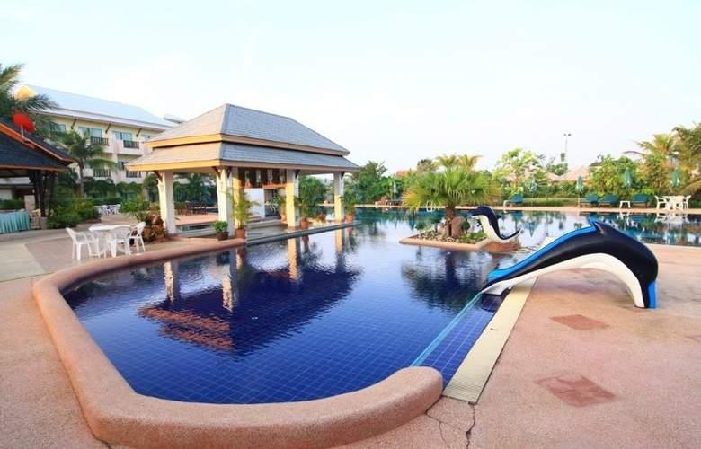 Eastiny Resort & Spa, Pattaya - Pool - 13
