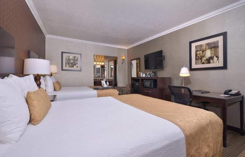 Best Western Plus Innsuites Phoenix Hotel & Suites - Room - 57