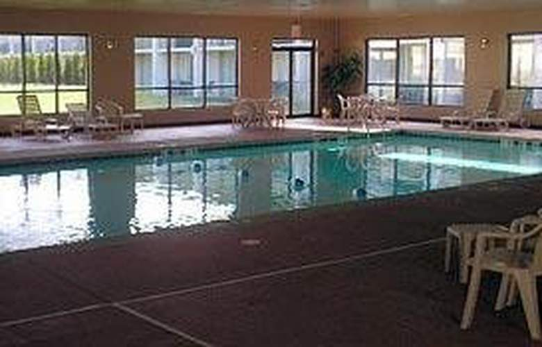 Clarion Inn Elmhurst - Oakbrook - Pool - 5