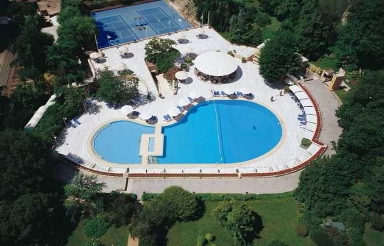 Hilton Istanbul - Pool - 20