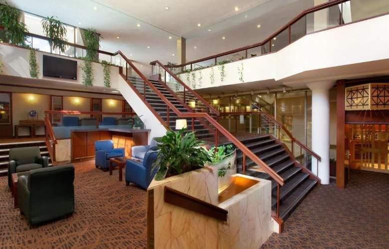Coast Plaza Hotel & Suites - General - 0