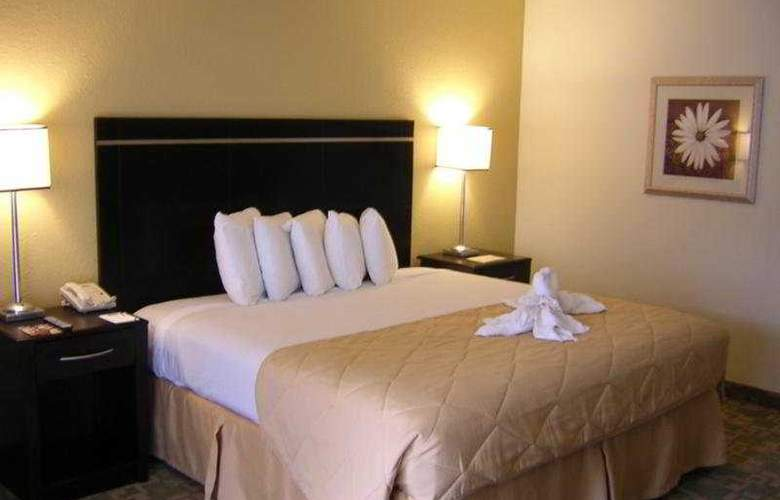 Clarion Inn & Suites Orlando International Drive - Room - 1