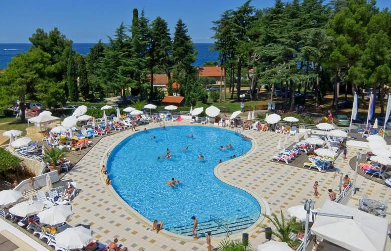 Valamar Pinia Hotel - Pool - 12