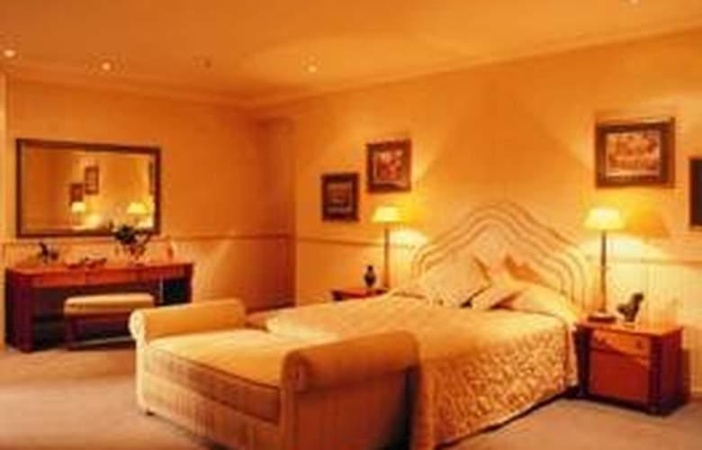 Peermont Metcourt Suites at Emperors Palace - Room - 3