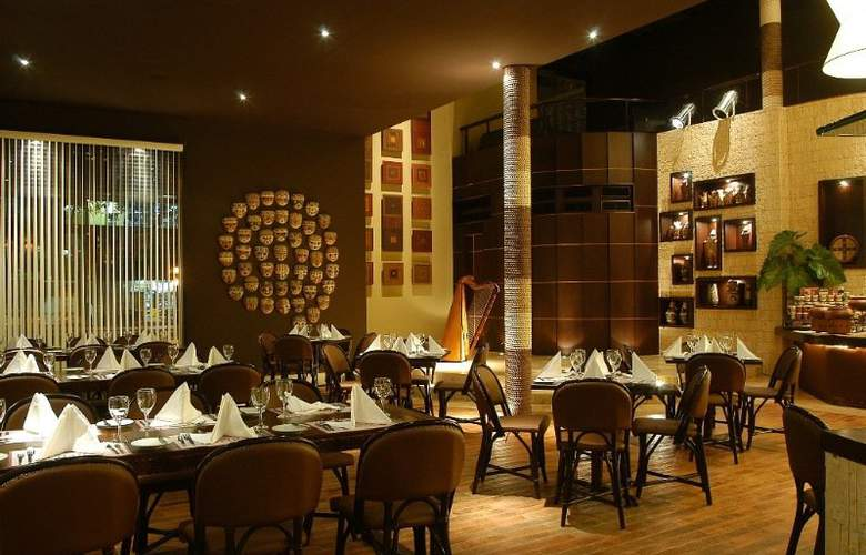El Pardo Double Tree By Hilton - Restaurant - 10