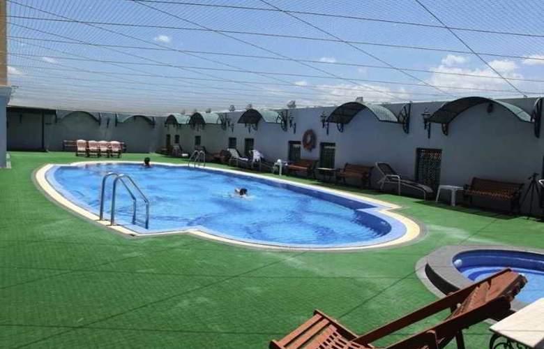 Residency Towers - Pool - 29