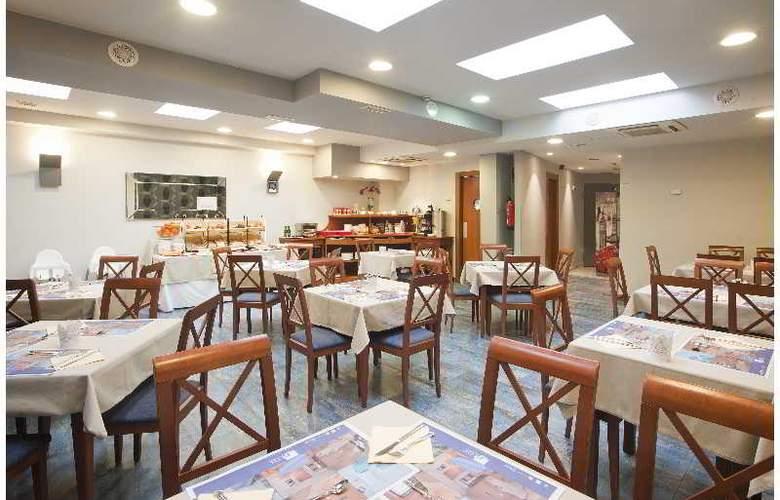 Blue Longoria Plaza - Restaurant - 3