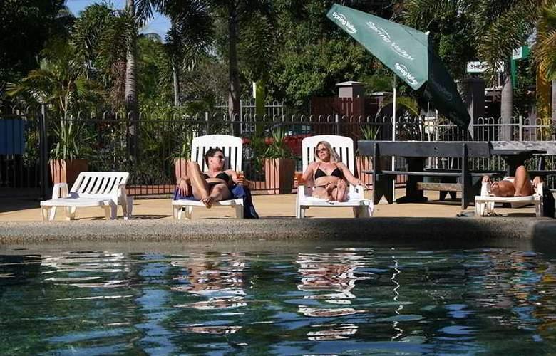Cairns Beach House - Pool - 3
