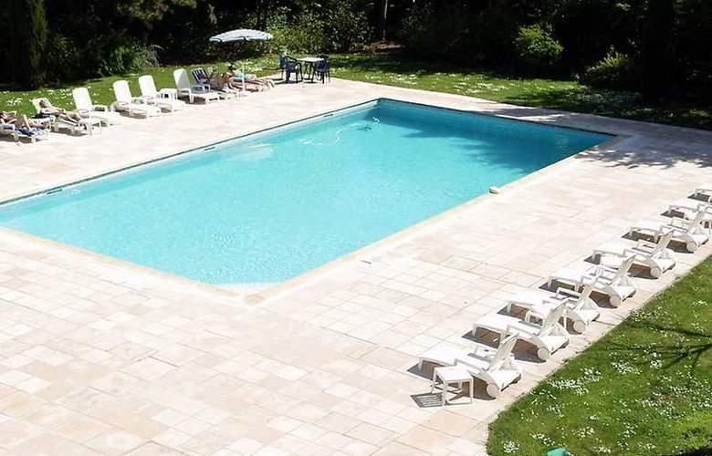 Interhotel La Closerie - Pool - 4