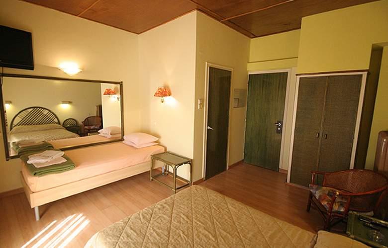 Airport Hotel Les Amis - Room - 7