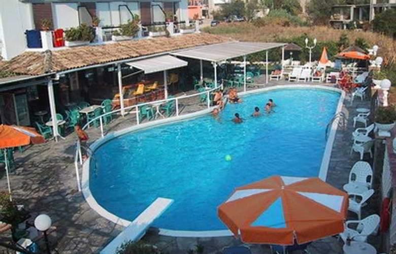 Maltezos - Pool - 6
