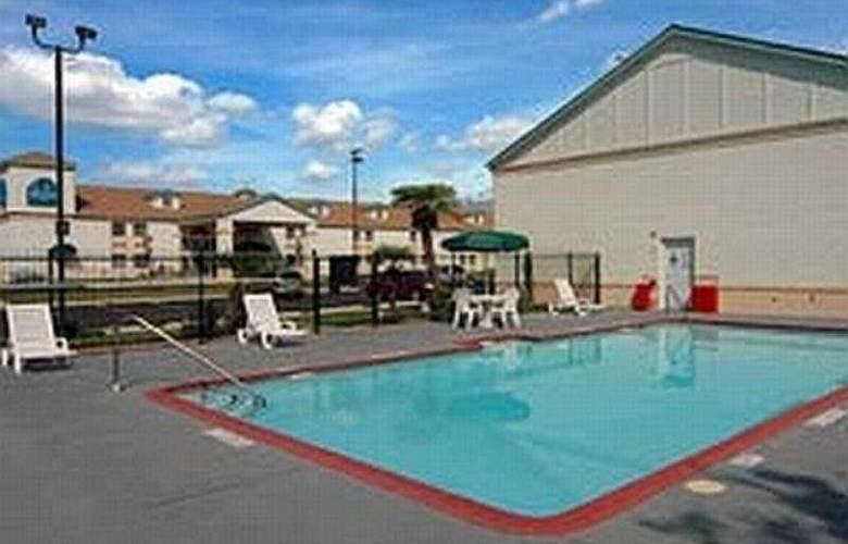 La Quinta Inn San Antonio AlamoDome South - Pool - 3