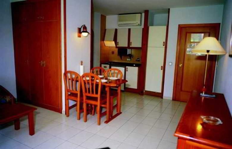 Apartamentos Turísticos Royal Life - Room - 4