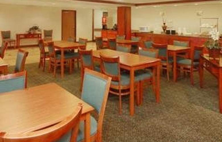 Quality Inn & Suites (Romulus) - Restaurant - 5