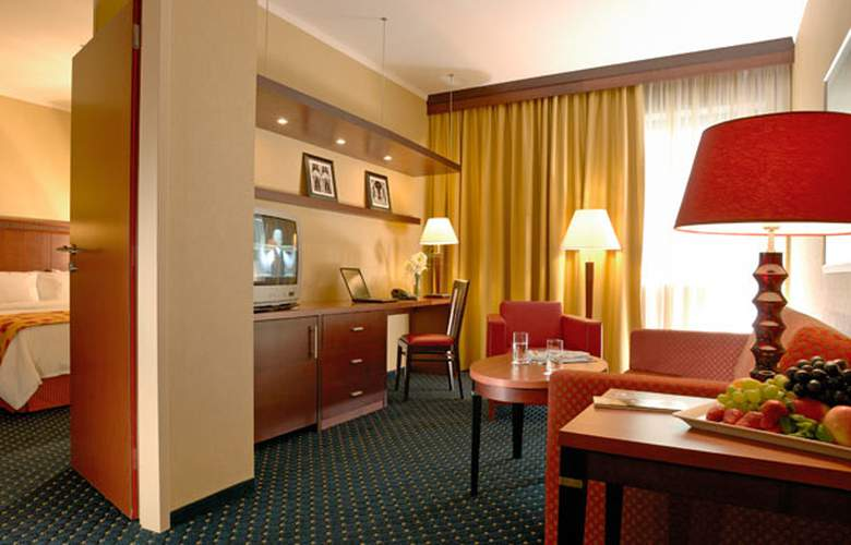 Courtyard by Marriott Prague City - Room - 12