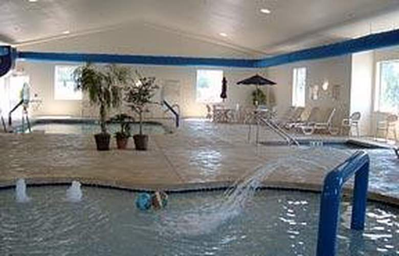 Comfort Suites (Lake Geneva) - Pool - 5