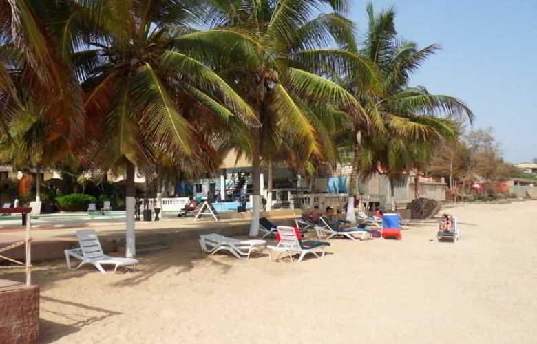 Africa Queen - Beach - 11