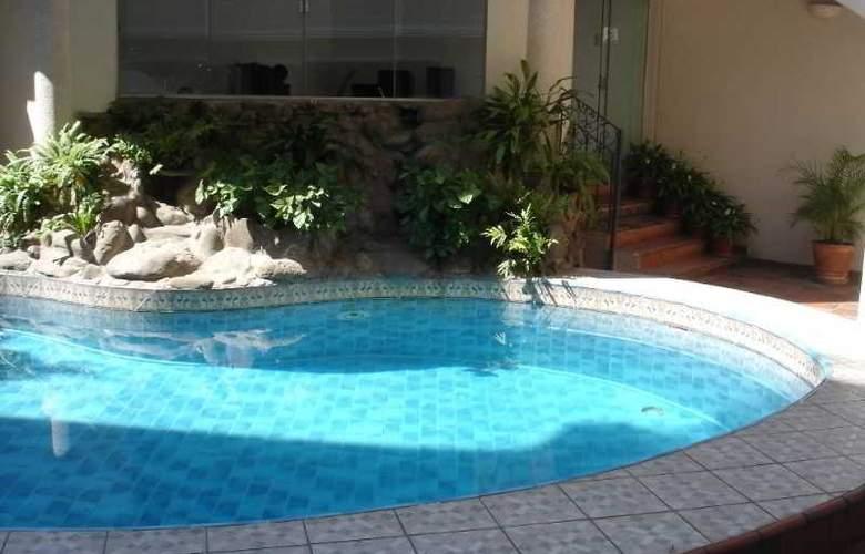 Casa de Bourbon - Pool - 2