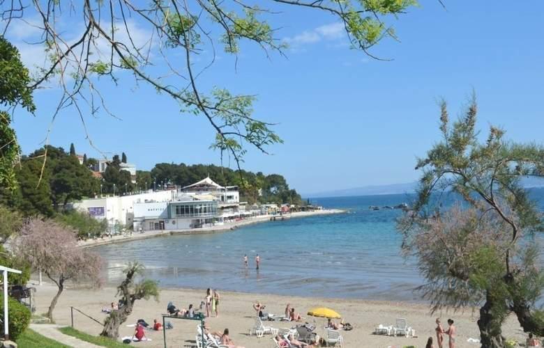 Villa Dube - Beach - 2