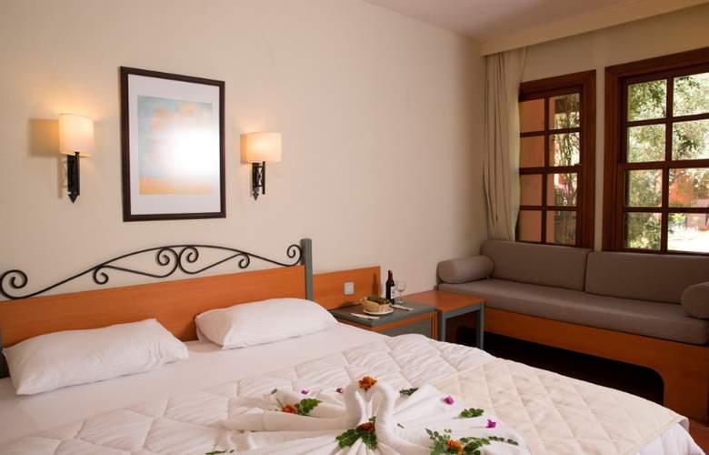 Suncity Hotel & Beach Club - Room - 12