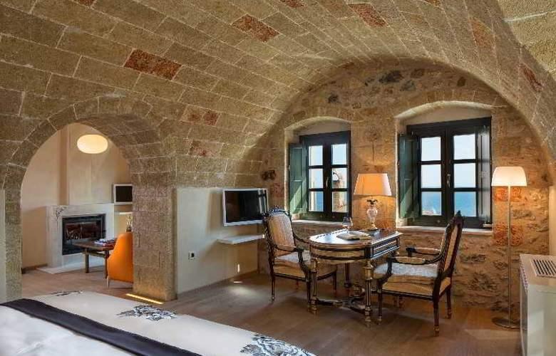 Moni Emvasis Luxury Suites - Room - 6