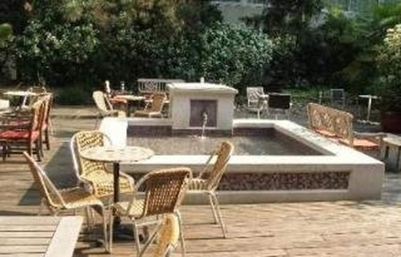 Holiday Inn Paris Versailles Bougival - Terrace - 3