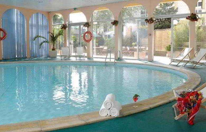 Mercure Paris-Velizy - Pool - 5