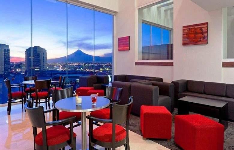 La Quinta Inn & Suites Puebla Palmas - Bar - 13