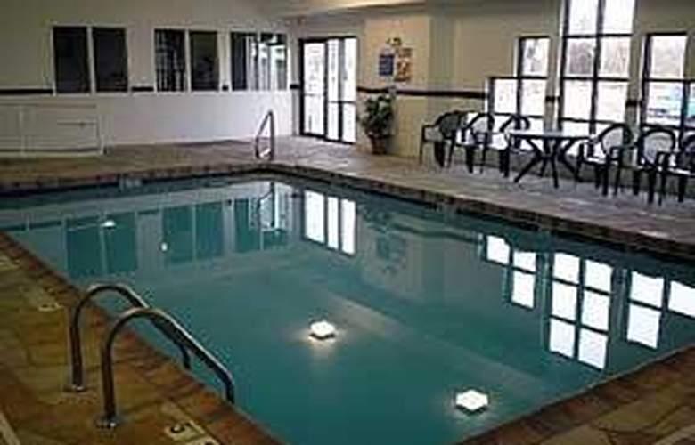 Sleep Inn & Suites - Pool - 5