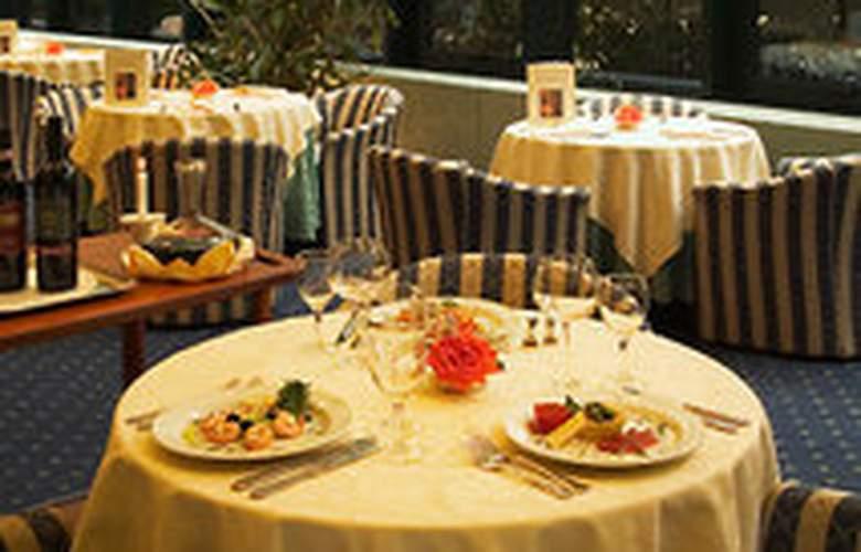 Mercure Astoria - Restaurant - 6