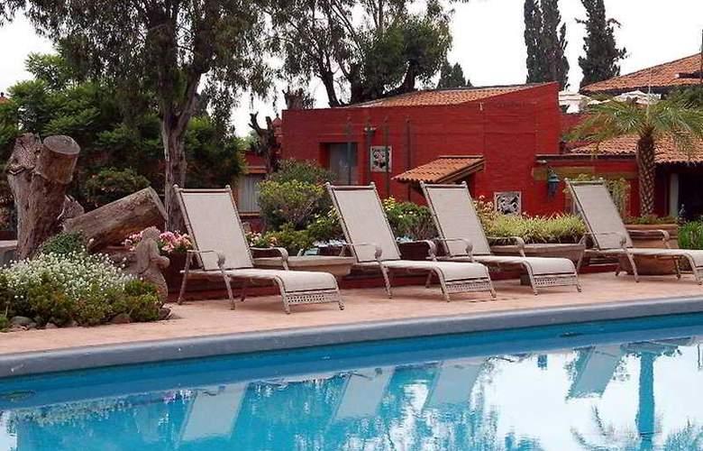 Villa San Jose Hotel & Suites - Pool - 9
