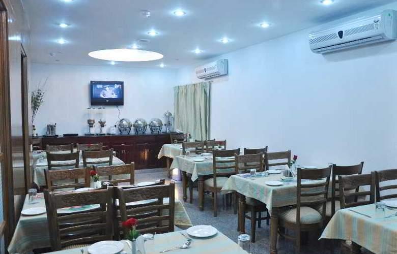Forest Green - Restaurant - 16