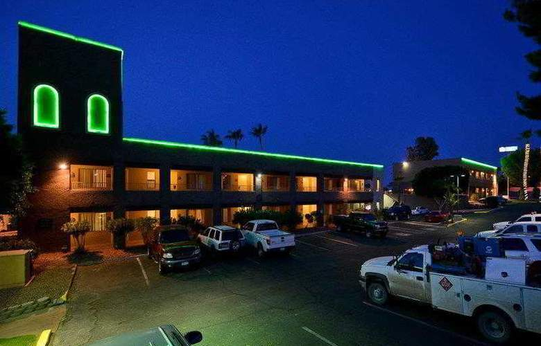 Best Western Plus Inn Suites Yuma Mall - Hotel - 13