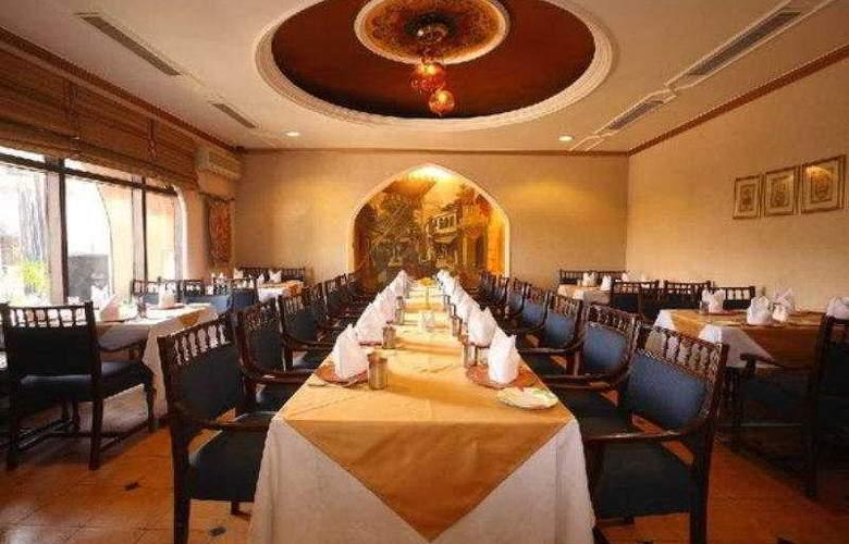 Hotel 32nd Milestone - Restaurant - 6