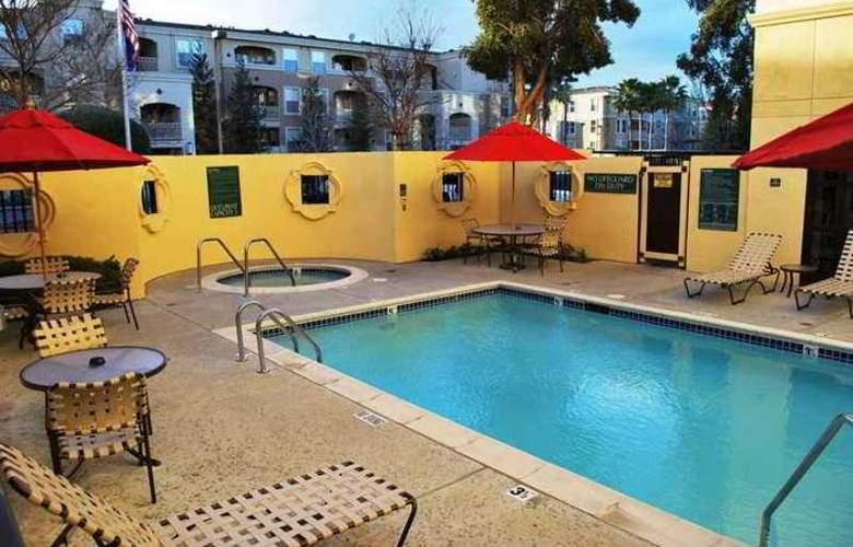 Hilton Garden Inn Cupertino - Hotel - 5