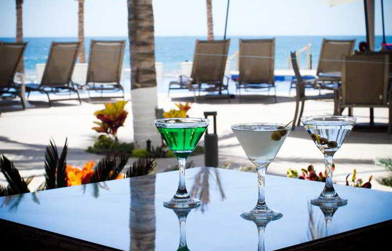 Crowne Plaza Resort Mazatlan - Bar - 40