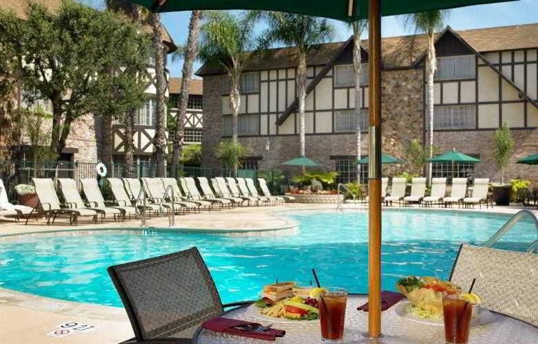 Anaheim Majestic Garden - Pool - 22