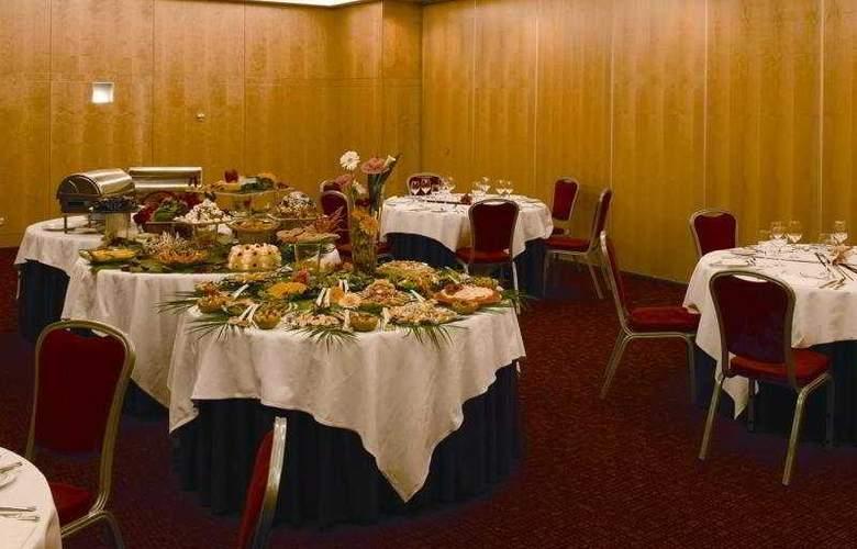 VIP Executive Entrecampos Hotel & Conference - Restaurant - 9