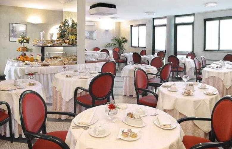 Pacific Airport - Restaurant - 3