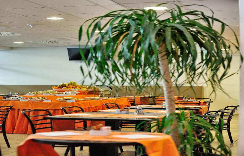 Rebro Hotel - Restaurant - 29