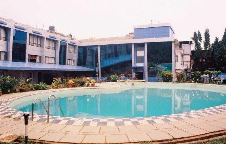 Silver Sands Beach Resort - Pool - 6