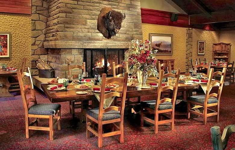 The Fairmont Jasper Park Lodge - Restaurant - 6