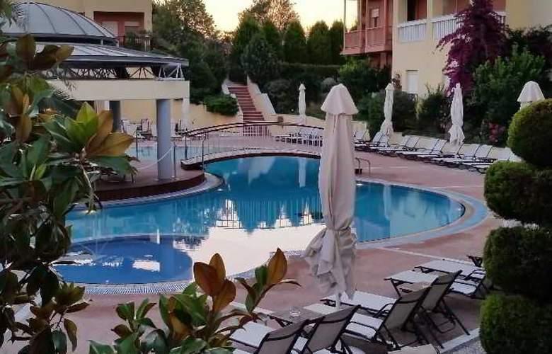 Ambassador Hotel - Hotel - 9