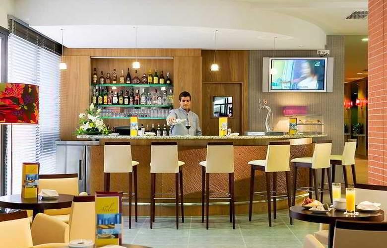 Hilton Garden Inn Malaga - Bar - 4