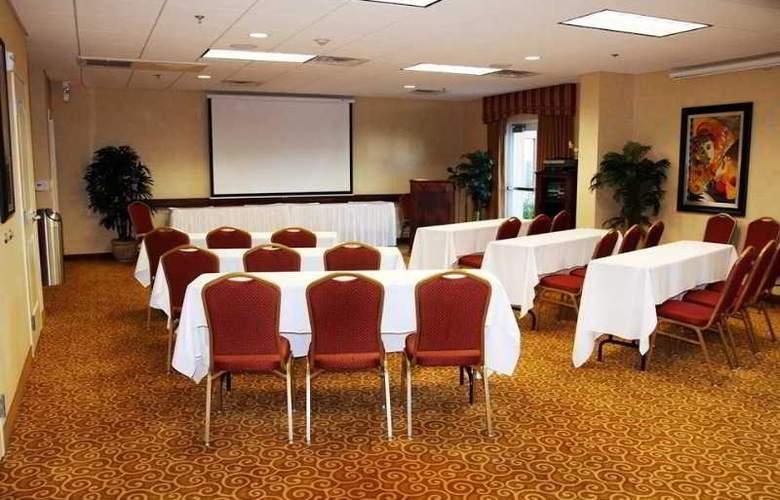 Hampton Inn & Suites Redding - Conference - 10